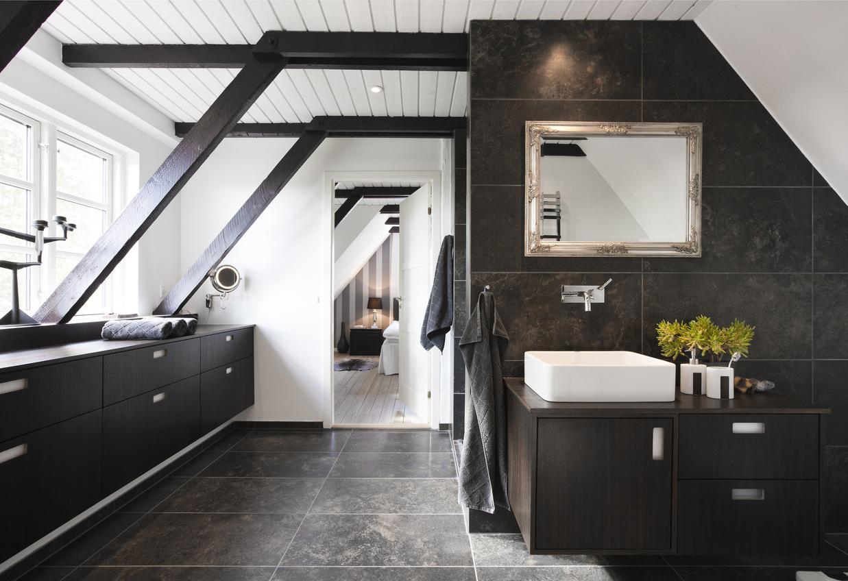pintar el suelo del baño