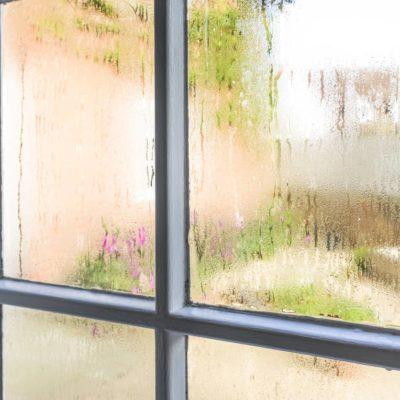 ¿Cómo evitar la condensación en las ventanas?