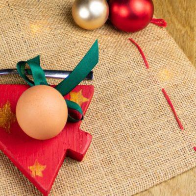 Crear una huevera de Navidad de madera