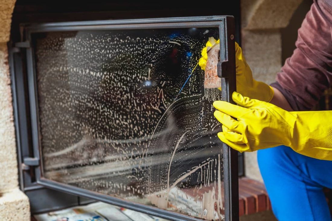 limpiar cristal chimenea
