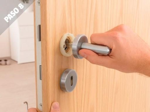 Como instalar puertas de interior manilla