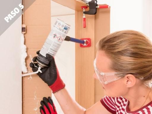 Como instalar puertas de interior rellena con espuma