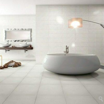 Pasos y consejos para saber cómo alicatar un baño